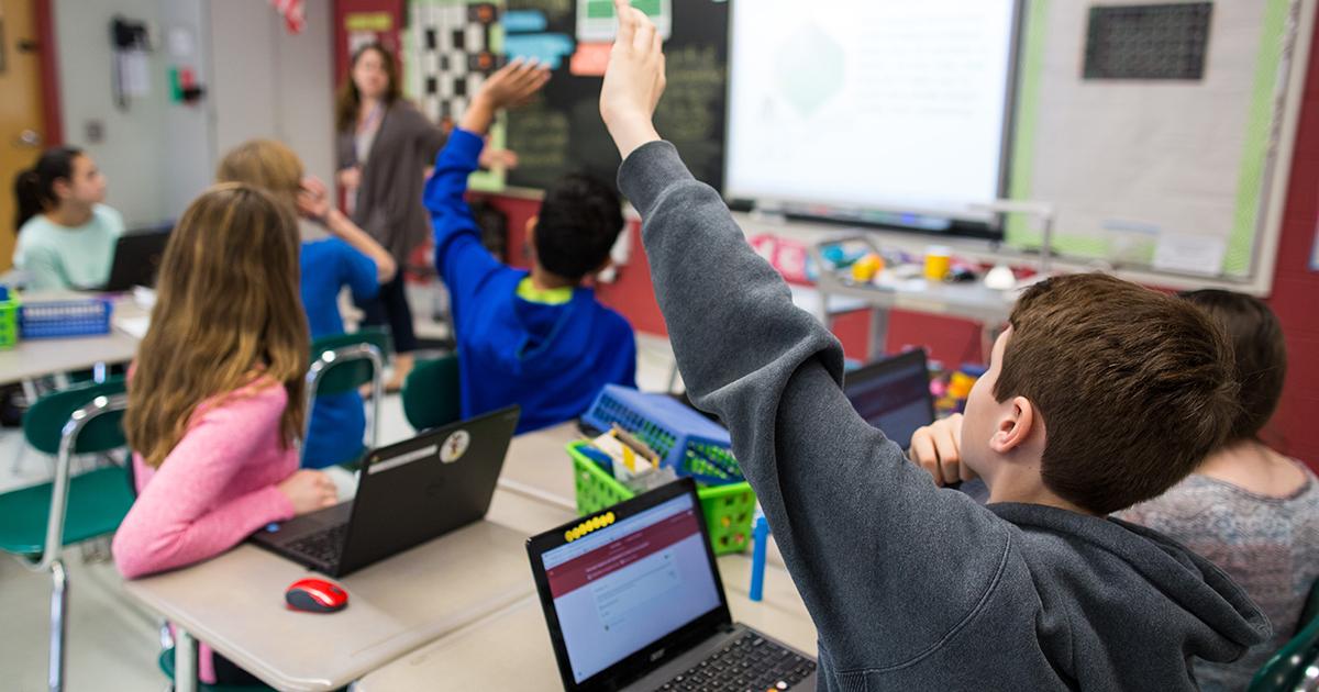 Teacher_is_teaching_in_a_class
