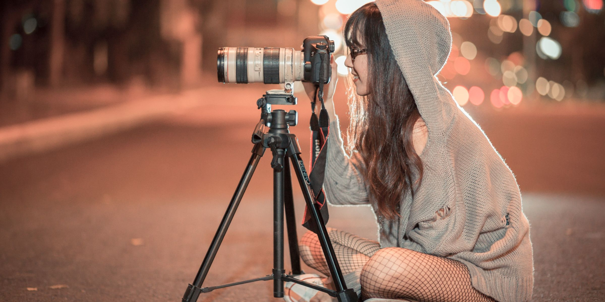 girl_with_camera
