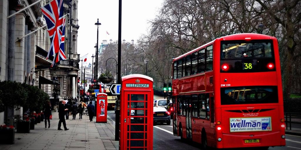 london_street_phone_cabin_163037