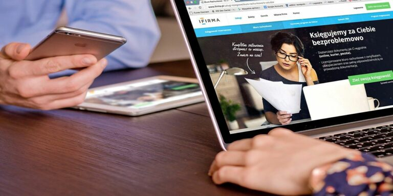 macbook iphone ipad mobile desk work man woman