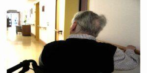 old-age-dementia-alzheimer's-retirement-home