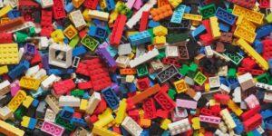 multicolored lego bricks