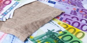 money bank notes bills euros